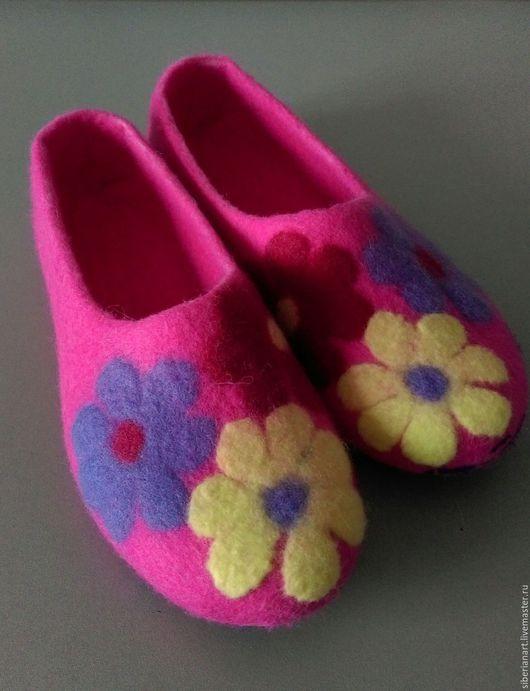 """Обувь ручной работы. Ярмарка Мастеров - ручная работа. Купить Тапочки валяные""""Розовые мечты """". Handmade. Валяные тапочки, войлок"""