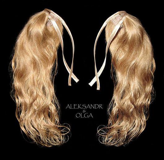 ХВОСТИКИ light  на заколках - накладные хвосты - постиж - 32,5 см. В Наборе 2 шт. Светло-русый золотистый. Лёгкий эффект мелирования. Натуральные слегка волнистые волосы.