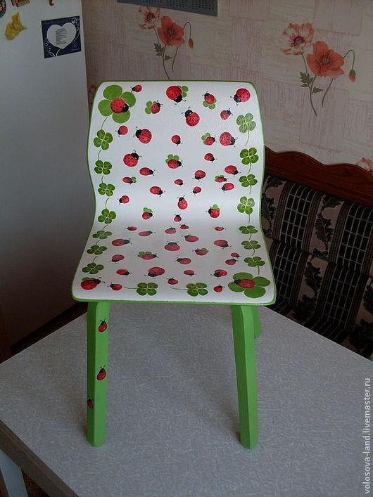 """Детская ручной работы. Ярмарка Мастеров - ручная работа. Купить детский стульчик """"божьи коровки"""". Handmade. Подарок ребенку, детская"""