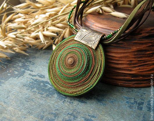 Кулон `Зеленый шум`.