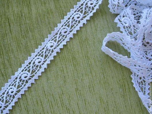 Белая кружевная тесьма ширина 30мм. полиэстер для отделки или декорирования .