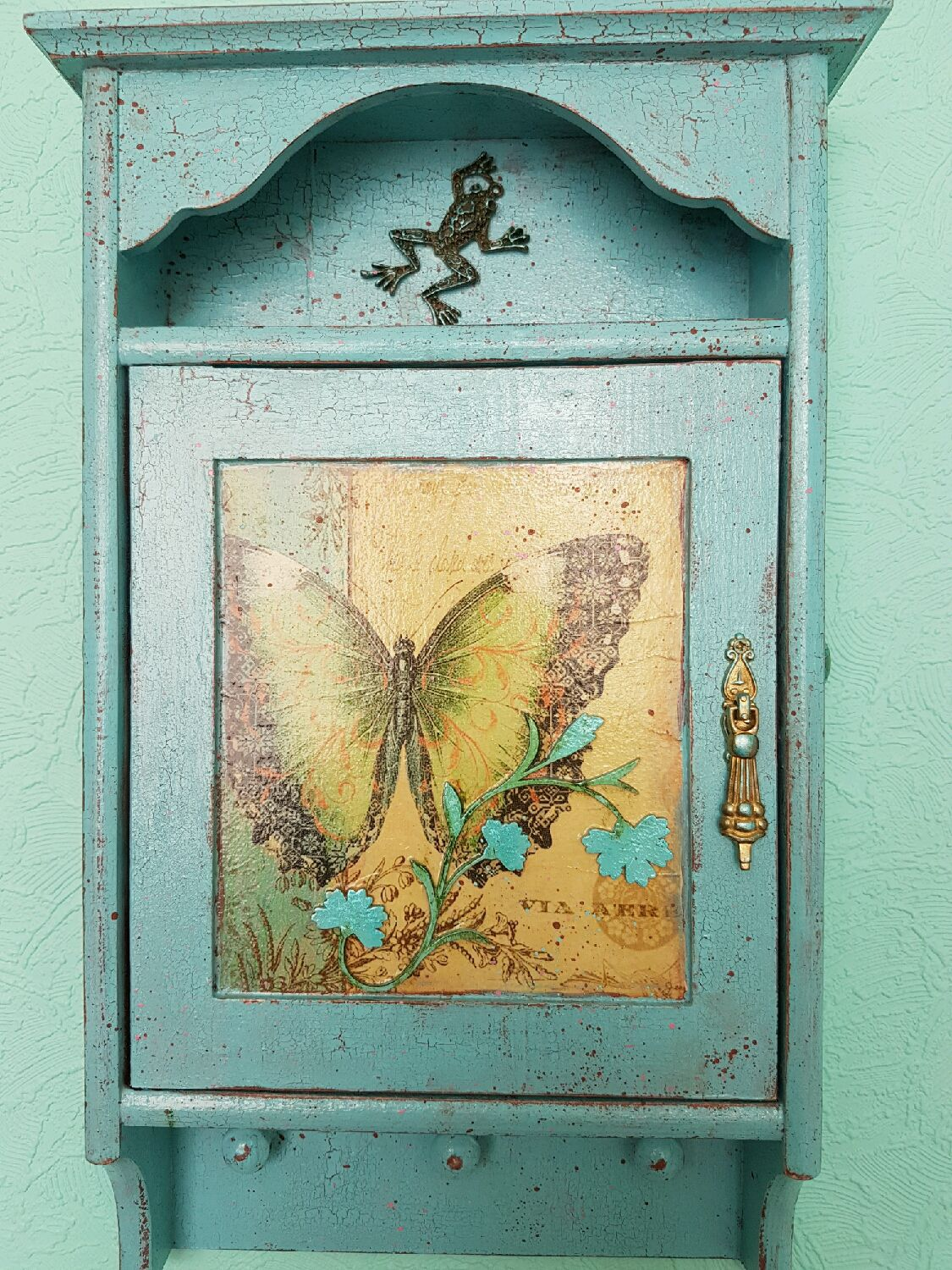The housekeeper , color, Tiffany, the housekeeper-hanger in the ...
