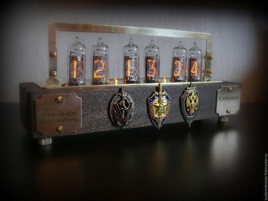 """Подарки для мужчин, ручной работы. Ярмарка Мастеров - ручная работа. Купить Ламповые часы """"Индивидуальные"""". Handmade. Часы ручной работы"""