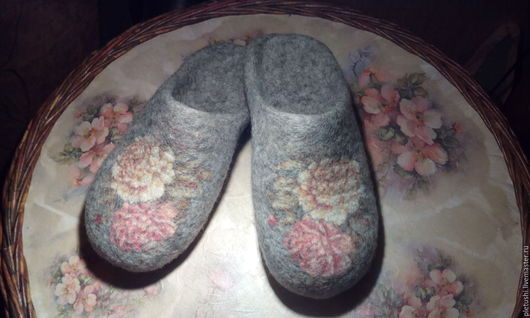 Обувь ручной работы. Ярмарка Мастеров - ручная работа. Купить тапочки валяные. Handmade. Серый, шерсть кардочёс