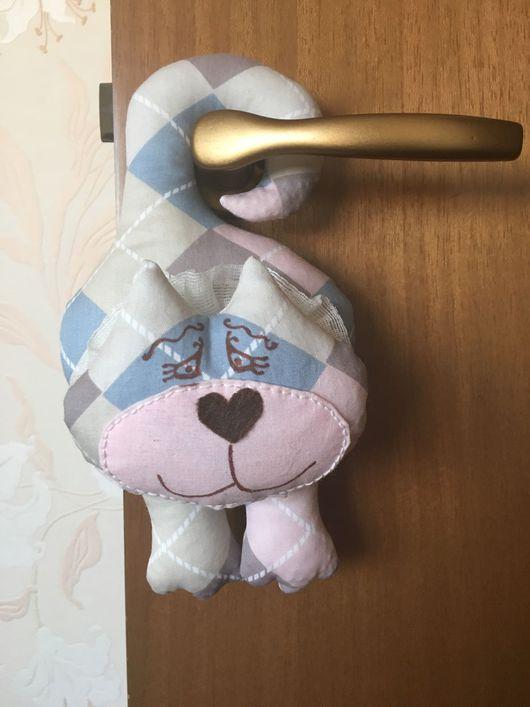 Куклы Тильды ручной работы. Ярмарка Мастеров - ручная работа. Купить Котик на ручку двери/шкафа. Handmade. Котик на дверь