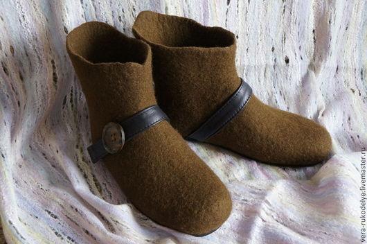 """Обувь ручной работы. Ярмарка Мастеров - ручная работа. Купить Валяные мужские тапочки """"Робин Гуд"""". Handmade. Коричневый"""