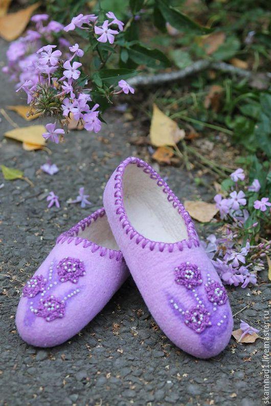 """Обувь ручной работы. Ярмарка Мастеров - ручная работа. Купить Тапочки валяные """"Фиолетовое настроение"""". Handmade. Фиолетовый, тапочки, шерсть"""