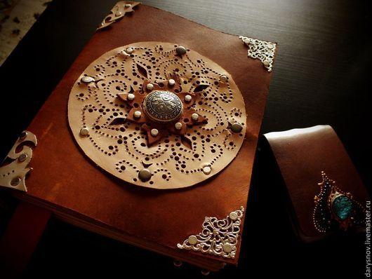 """Блокноты ручной работы. Ярмарка Мастеров - ручная работа. Купить блокнот-книга для записей из натуральной толстой кожи """"Книга солнца"""". Handmade."""