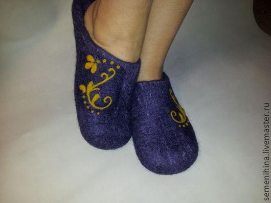 """Обувь ручной работы. Ярмарка Мастеров - ручная работа. Купить тапочки """"Завиток"""". Handmade. Тёмно-фиолетовый, подарок для девушки"""