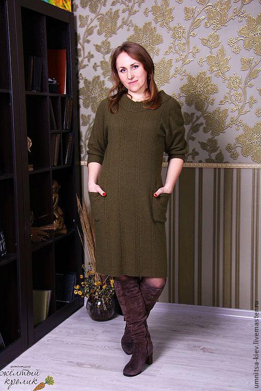 Эксклюзивное Вязаное платье связано на машинке.\r\nПлатье теплое, но не жаркое.\r\nМягкое - не колючее, мягкое, но хорошо держит форму. Силуэт - приталенное платье.\r\nФото. Вязание на заказ
