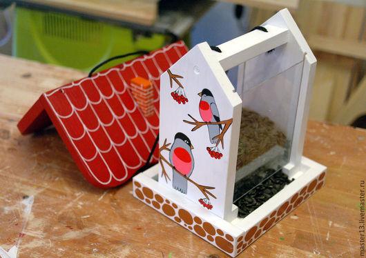 """Экстерьер и дача ручной работы. Ярмарка Мастеров - ручная работа. Купить Кормушка для птиц с дозировкой (""""Снегири"""") набор для сборки с красками. Handmade."""