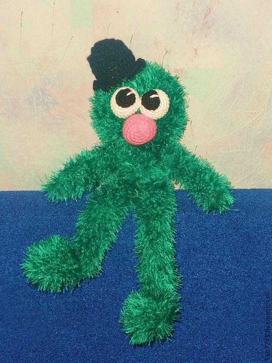 """Человечки ручной работы. Ярмарка Мастеров - ручная работа. Купить Вязаная игрушка """"Пушистый Чудик"""". Handmade. Тёмно-зелёный"""