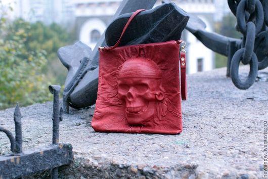 """Женские сумки ручной работы. Ярмарка Мастеров - ручная работа. Купить Красная сумка из натуральной кожи """"Пиратский череп"""" с эффектом 3D. Handmade."""