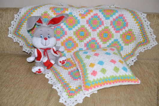Текстиль, ковры ручной работы. Ярмарка Мастеров - ручная работа. Купить плед детский вязанный из мотивов  и подушка. Handmade. Разноцветный