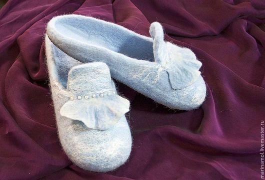 Обувь ручной работы. Ярмарка Мастеров - ручная работа. Купить Женские валяные тапочки. Handmade. Голубой, шерстяные тапочки