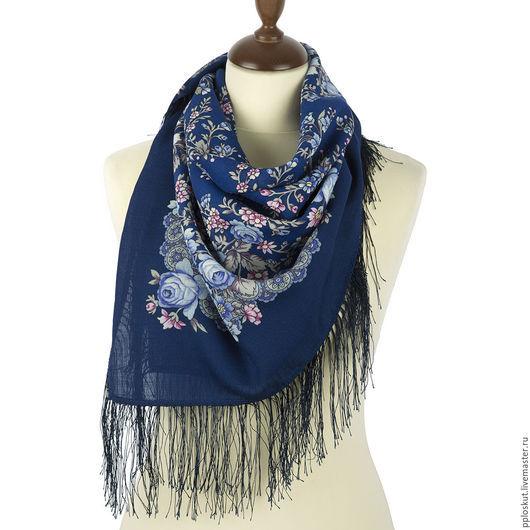 Платок шерстяной с шелковой бахромой `МАРИЯ`, вид 14,на синем фоне голубые розочки. очень красивый необычный рисунок. 89x89 см Желанный подарок для любой женщины и девушки. 100 % шерсть.