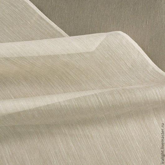 Светло-бежевый цвет. Нейтральный, подходит почти ко всем тканям и стилям.