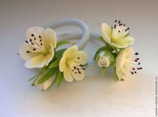 Резиночки для волос с цветками яблони. Холодный фарфор. Автор - Наталья Исаева