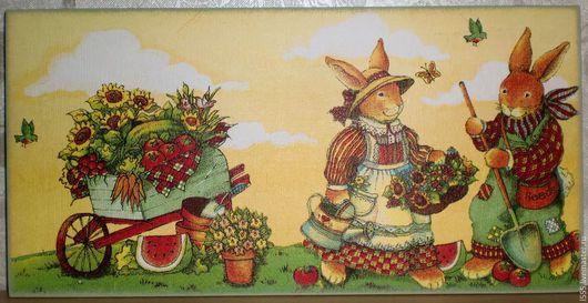 """Кухня ручной работы. Ярмарка Мастеров - ручная работа. Купить """"Зайцы садоводы с урожаем"""" Разделочная доска панно. Handmade. Комбинированный"""