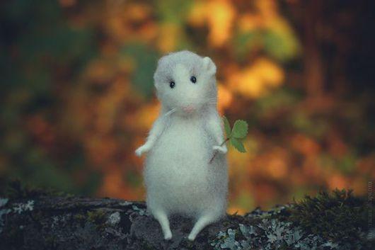 """Игрушки животные, ручной работы. Ярмарка Мастеров - ручная работа. Купить """"Осенняя мышка"""". Handmade. Белый, игрушка из шерсти"""