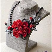 Украшения ручной работы. Ярмарка Мастеров - ручная работа Колье Красные розы. Цветы из полимерной глины. Handmade.