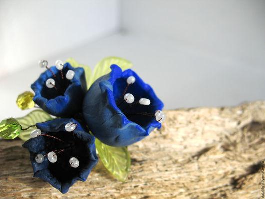 Брошь ручной работы с цветами купить. Колокольчики. Наталья Храпаева. Синий. Ультрамарин. Белый. Зеленый. Весна. Волшебные цветы. Ярко-синий. Темно-синий. Брошь на шапку. Брошь на шарф
