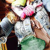 Сумки и аксессуары ручной работы. Ярмарка Мастеров - ручная работа Маленькая сумочка Бутылочного цвета на цепочке. Handmade.