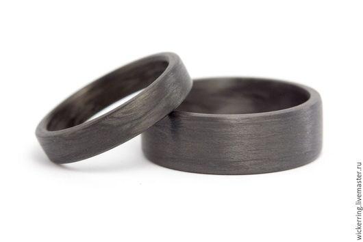 Пара карбоновых обручальных колец от WickerRing