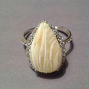 природный белый янтарь в кольце