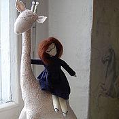 Куклы и игрушки ручной работы. Ярмарка Мастеров - ручная работа кукла ручной работы  С жирафом. Handmade.