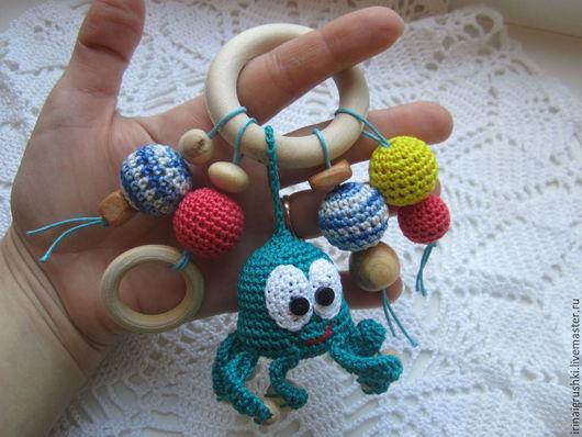 Развивающие игрушки ручной работы. Ярмарка Мастеров - ручная работа. Купить грызунок-погремушка с осьминогом. Handmade. Разноцветный, деревянные бусины
