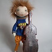 Куклы и игрушки ручной работы. Ярмарка Мастеров - ручная работа Витя музыкант! Парень с контрабасом. Handmade.