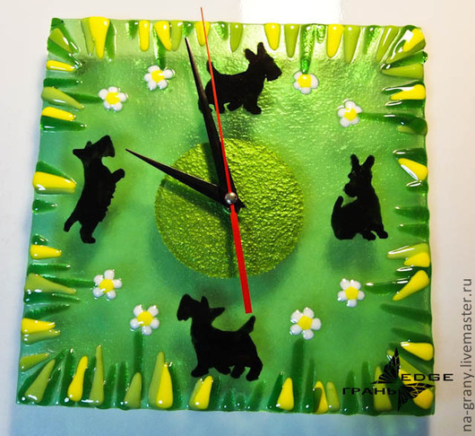 """Часы для дома ручной работы. Ярмарка Мастеров - ручная работа. Купить часы из стекла """"Скотч терьеры"""". Handmade. Зеленый"""