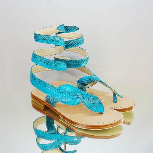 Сандалии из питона. Модные женские сандалии из питона. Легкие женские сандалии на заказ. Красивые летние сандалии из кожи питона. Яркие сандалии ручной работы. Стильные сандалии из кожи питона на лето