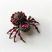 Украшения ручной работы. Ярмарка Мастеров - ручная работа Вышитая брошь-жучок Рубиновый паук. Handmade.