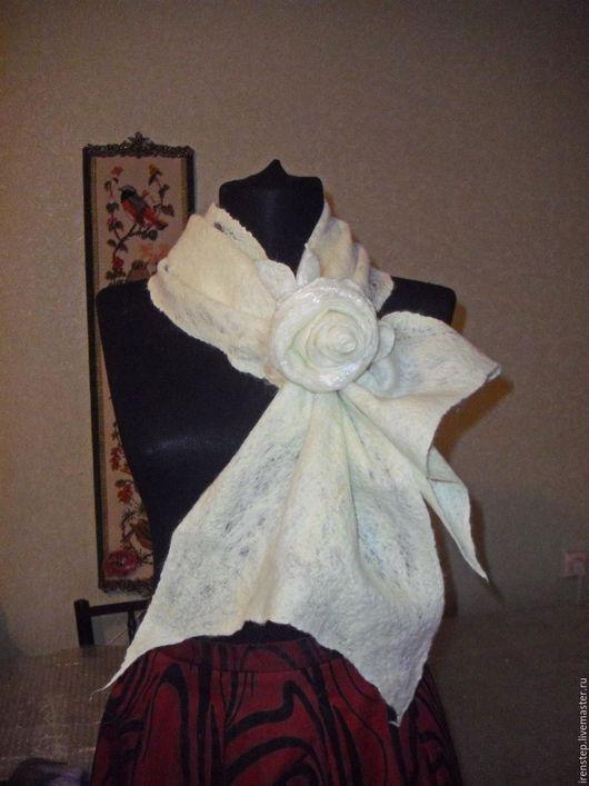 """Шарфы и шарфики ручной работы. Ярмарка Мастеров - ручная работа. Купить Шарф с брошью """"Афродита"""". Handmade. Белый, белый шарф"""