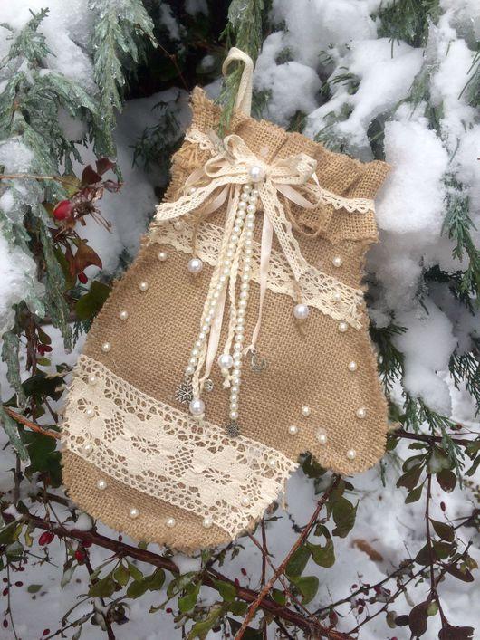 Новый год 2017 ручной работы. Ярмарка Мастеров - ручная работа. Купить Варежка-рукавичка из мешковины Новогодняя. Handmade. Бежевый, рукавички