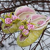 """Обувь ручной работы. Ярмарка Мастеров - ручная работа тапочки  по мотивам """" Цветок , упавший в траву """". Handmade."""