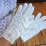 Аксессуары handmade. Livemaster - original item Hand-knitted white down gloves with openwork pattern, 41. Handmade.