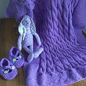 Работы для детей, ручной работы. Ярмарка Мастеров - ручная работа Комплект для Новорождённого: одеяльце+пинетки+зайка. Handmade.