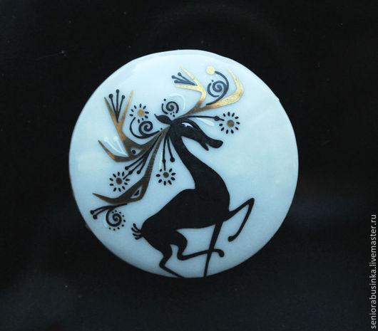 """Для украшений ручной работы. Ярмарка Мастеров - ручная работа. Купить Овальный медальон """"Олень"""". Handmade. Белый, стеклянные бусины"""