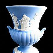 Миниатюрная ваза с античным мотивом