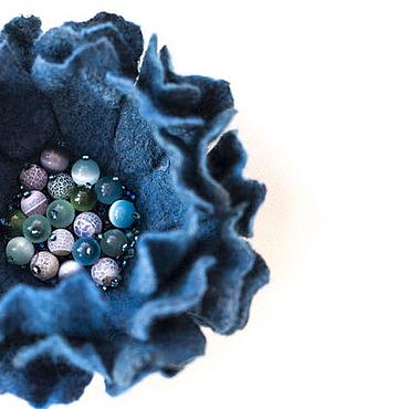 Украшения ручной работы. Ярмарка Мастеров - ручная работа Брошь цветок валяная морская волна, изумрудная, синяя. Handmade.