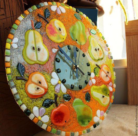 """Часы для дома ручной работы. Ярмарка Мастеров - ручная работа. Купить Часы """"Груши-яблоки"""" фьюзинг. Handmade. Разноцветный, груши"""