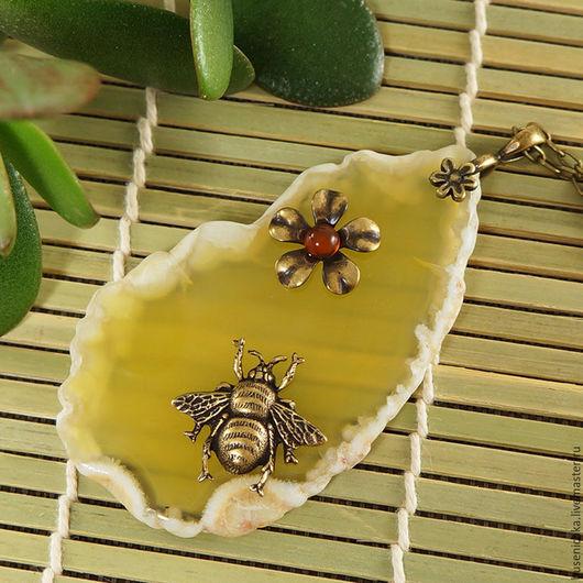 Кулоны, подвески ручной работы. Ярмарка Мастеров - ручная работа. Купить Подвеска Медовая пчелка (желтый срез агат, сердолик). Handmade.