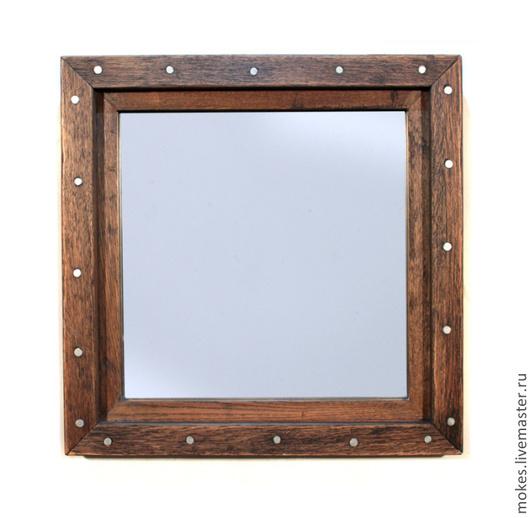 Зеркало настенное в деревянной раме из дуба