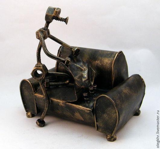 Миниатюрные модели ручной работы. Ярмарка Мастеров - ручная работа. Купить Мебельщик. Handmade. Скульптурная миниатюра, сувенир из гаек и болтов