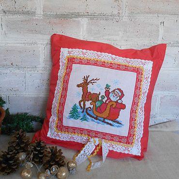 Текстиль ручной работы. Ярмарка Мастеров - ручная работа Подушка с новогодней вышивкой.. Handmade.