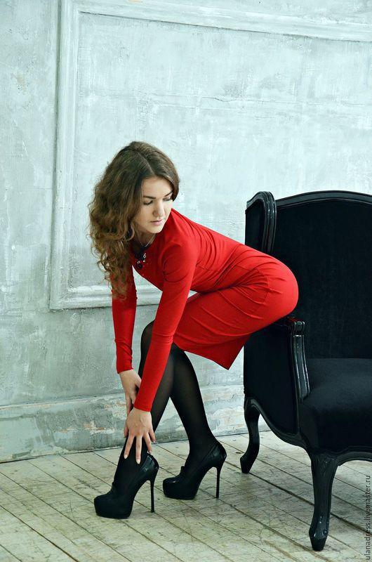 красное платье, платье красное, платье офисное