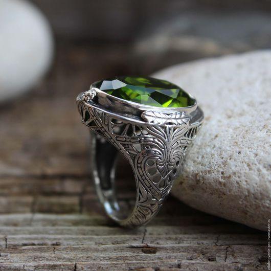 """Кольца ручной работы. Ярмарка Мастеров - ручная работа. Купить Серебряное кольцо с хризолитом """"Поцелуй весны"""" серебро 925 пробы. Handmade."""